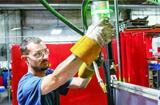 协作机器人加强焊接操作